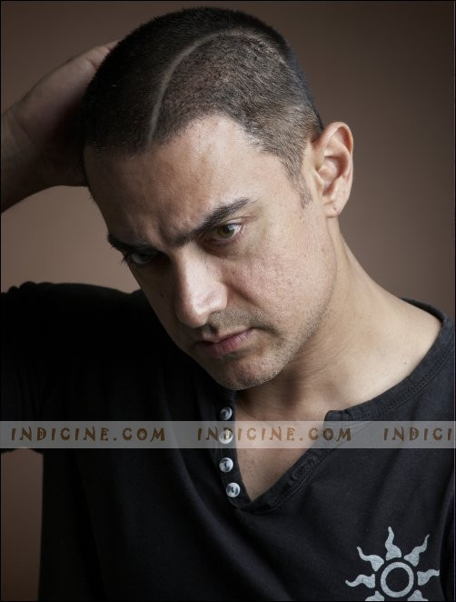 Aamir Khan - Bald New Look for Ghajini - Pics