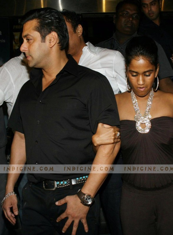 Salman Khan with his sister Arpita Khan at Dabangg Premiere