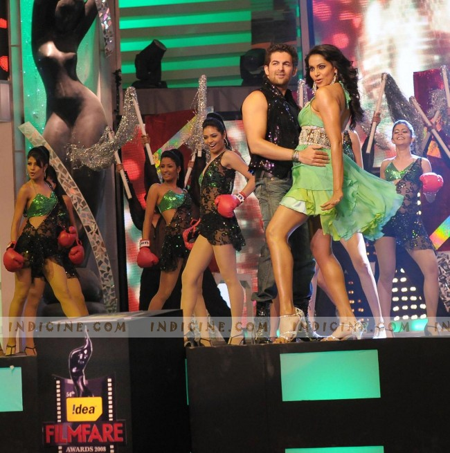 Neil Mukesh - Bipasha Basu performing at Filmfare Awards 2008