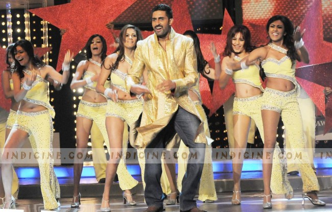 Abhishek Bachchan performs at Filmfare Awards 2008