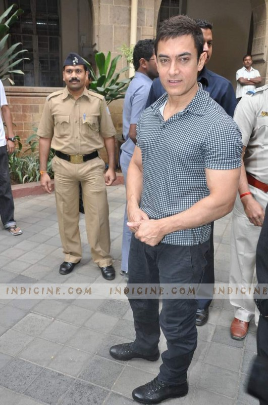 Aamir Khan visits KEM Hospital