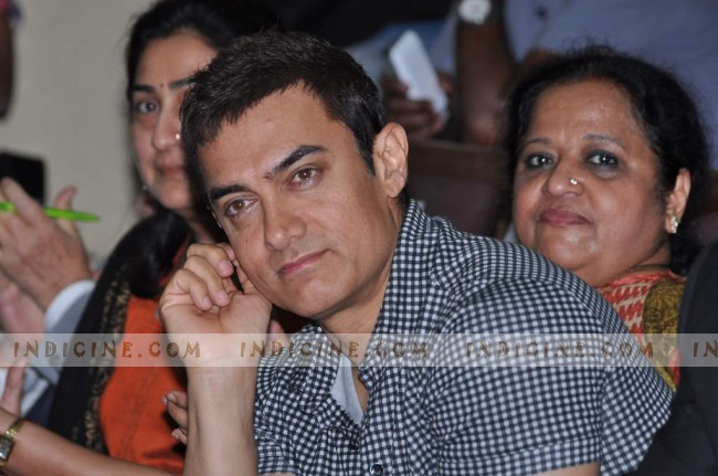 Aamir visits KEM Hospital