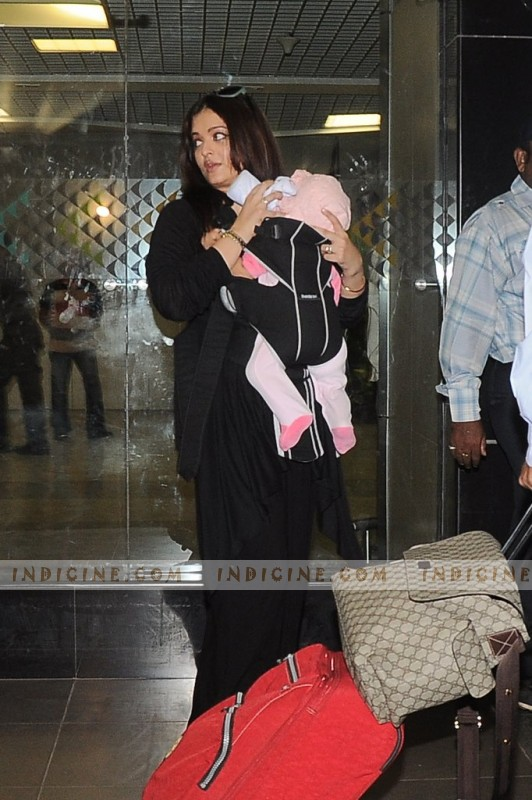 Aishwarya, Aaradhya at the airport