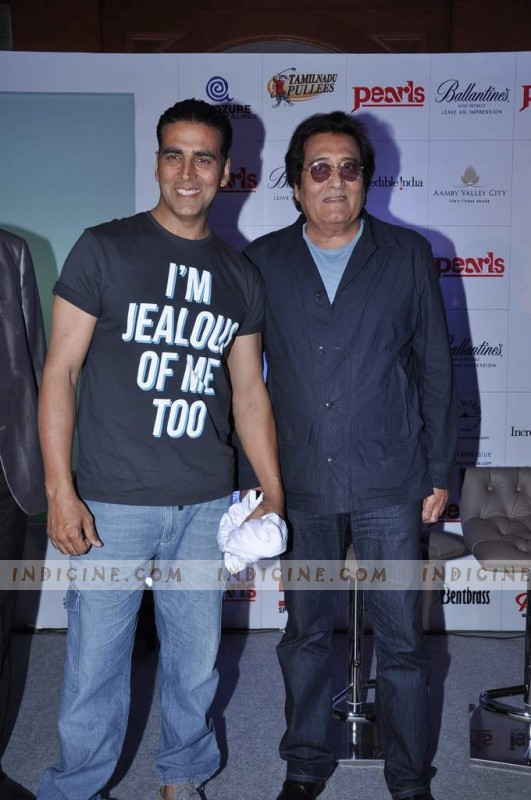 Akshay Kumar with Vinod Khanna
