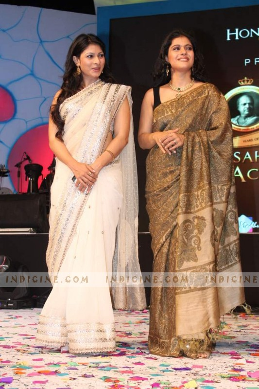 Tanisha Mukherjee, Kajol at Dadasaheb Phalke Academy Awards