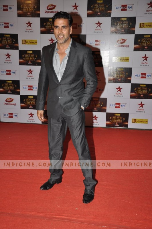 Akshay Kumar at Big Star Awards red carpet