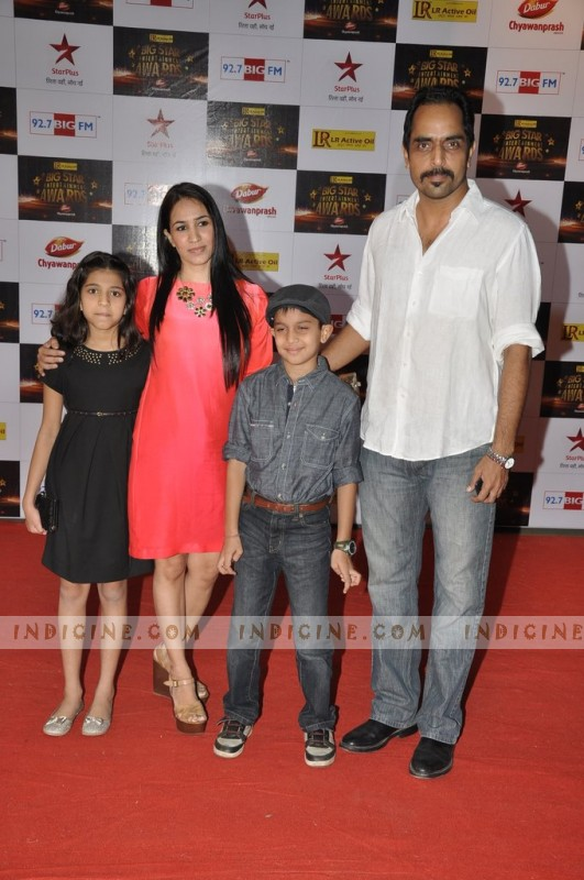 Vishwajeet Pradhan with his wife Sonalika Pradhan and kids