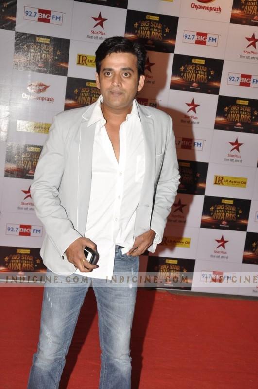 Ravi Kishan at Big Star Awards red carpet