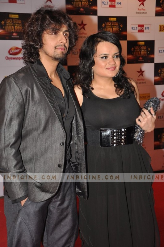 Sonu Nigam with Aditi Singh Sharma