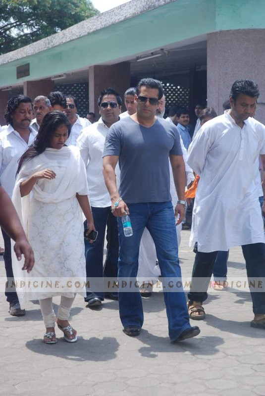 Salman Khan with sister Arpita Khan at Mona Kapoor's funeral