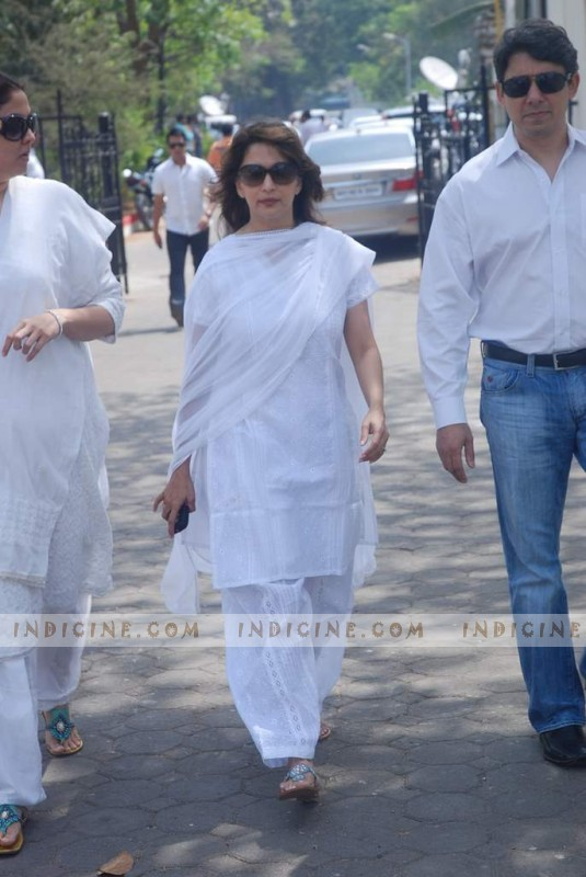 Madhuri Dixit with her husband Dr. Sriram at Mona Kapoor's funeral