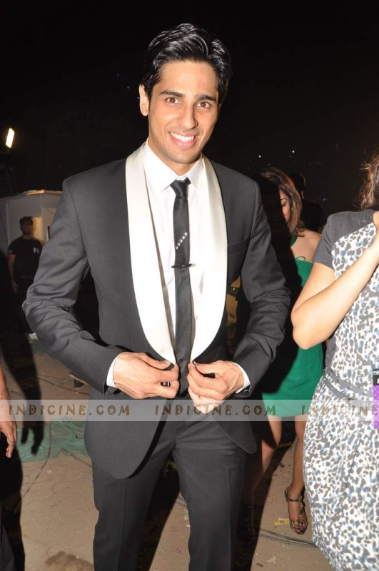 Siddharth Malhotra at Colors Screen Awards 2013