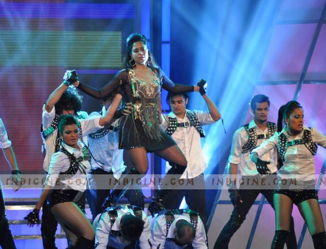 Sameera Reddy performs at Credai Real Estate Awards