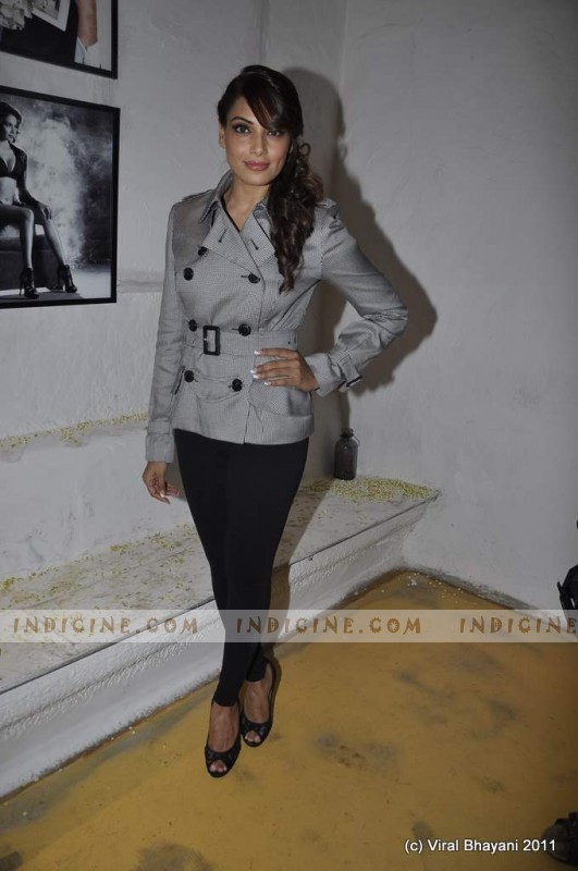 Bipasha Basu at Dabboo Ratnani's 2012 Calendar launch
