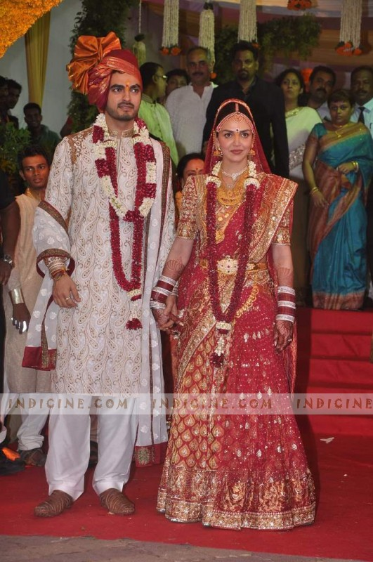 Wedding Gift To Sister In India : Esha Deol and Bharat Takhtani Wedding