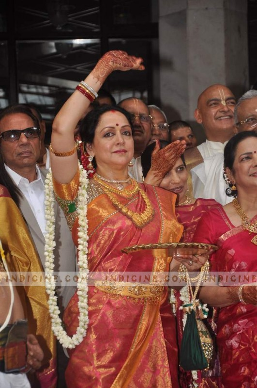 Hema Malini at Esha Deol and Bharat Takhtani's Wedding