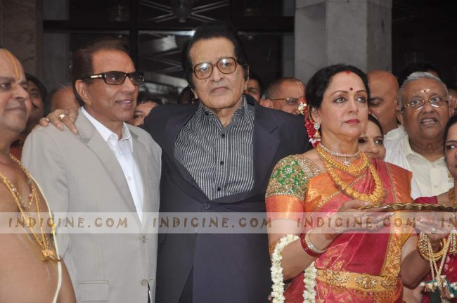 Dharmendra, Manoj Kumar and Hema Malini at Esha Deol's Wedding