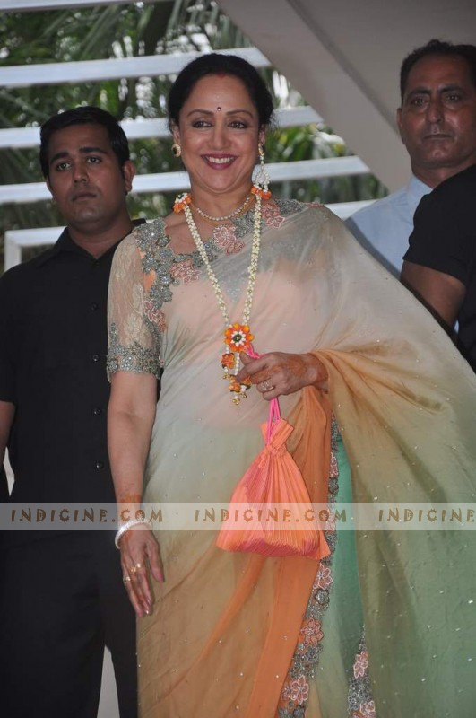 Hema Malini at Esha's Mehendi ceremony