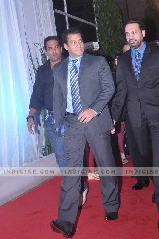 http://www.indicine.com/images/gallery/bollywood/events/esha-deols-wedding-reception/70855-7-large.jpg
