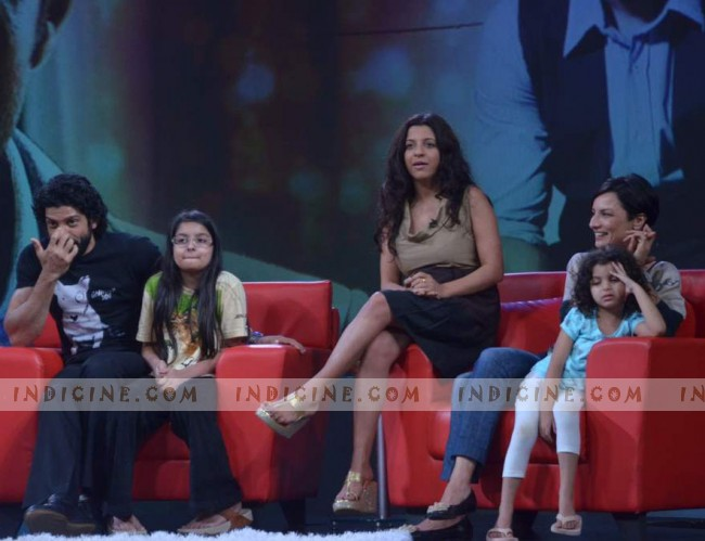 Farhan, Akira, Zoya, Adhuna and Shakya Akhtar on the sets of NDTV Issi Ka Naam Zindagi