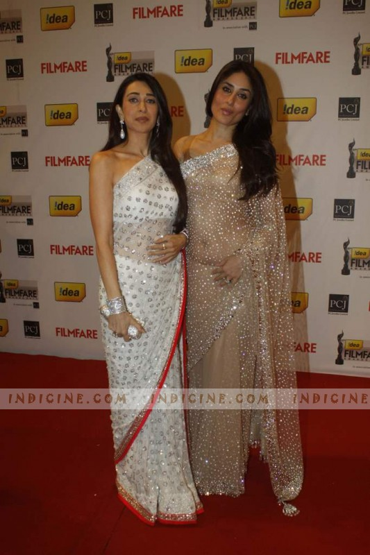 Karishma with sister Kareena at 57th Idea Filmfare Awards 2012 Red Carpet
