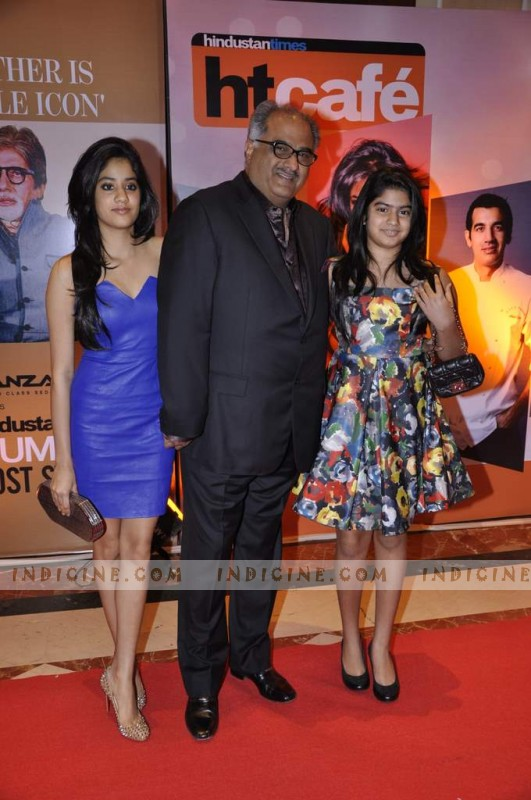 Boney Kapoor with daughters Jhanvi and Khushi