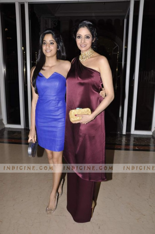 Jhanvi Kapoor with mother Sridevi