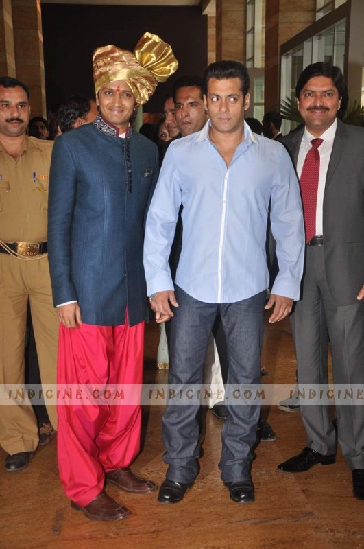 Ritesh with Salman Khan at Honey Bhagnani and Dheeraj Deshmukh wedding ceremony