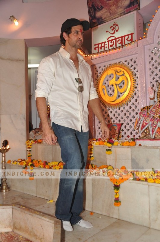 Hrithik Roshan celebrates Maha Shivratri with his family