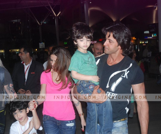 Hrithik Roshan and Suzanne Khan with kids at the airport
