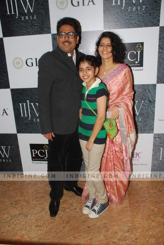 Shailesh Lodha with wife and daughter