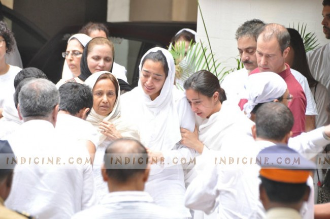 Jiah Khan's mother Rabiya Amin and sisters