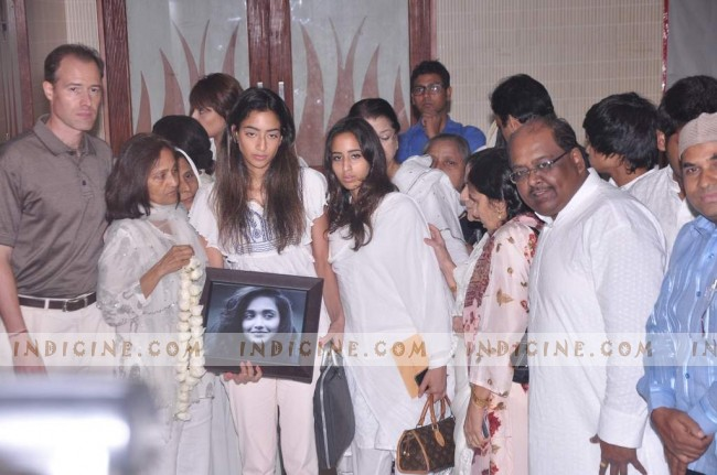 Jiah Khan's mother, sister family member at her prayer meet