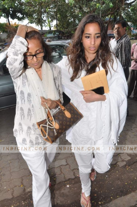 Jiah Khan's mother and sister