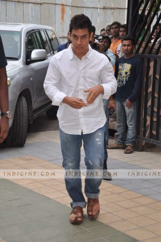 Aamir Khan at Jiah Khan's prayer meet