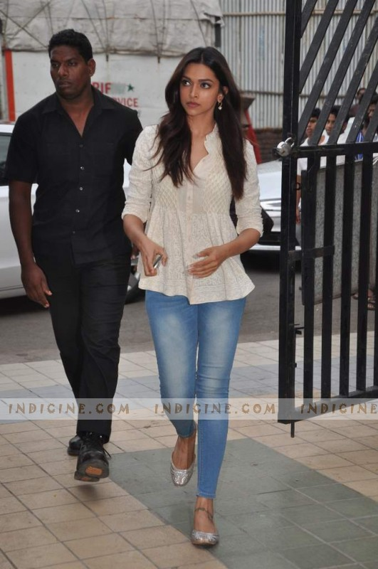 Deepika Padukone at Jiah Khan's prayer meet