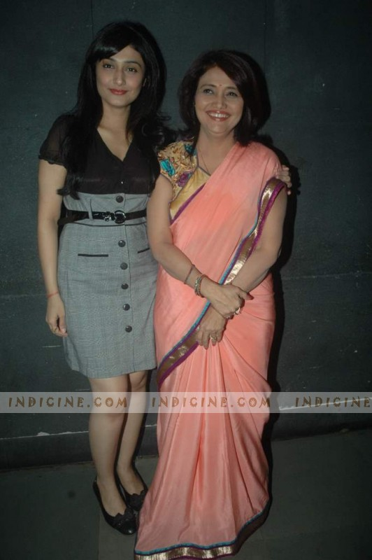 Ragini Khanna with mother Kamini Khanna at astrology mono act show