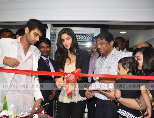 Katrina Kaif inaugurates Gitanjali Showroom