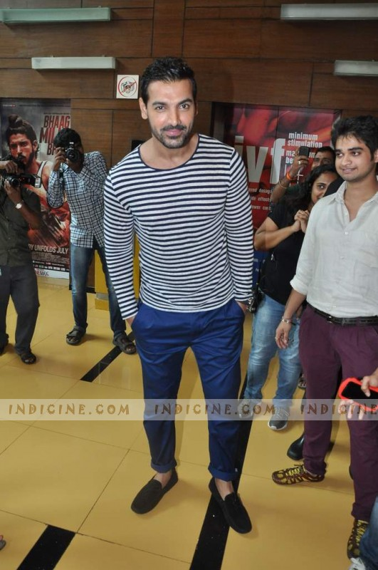 http://www.indicine.com/images/gallery/bollywood/events/madras-cafe-first-look-launch/105925-John-Abraham-new-Photo-large.jpg
