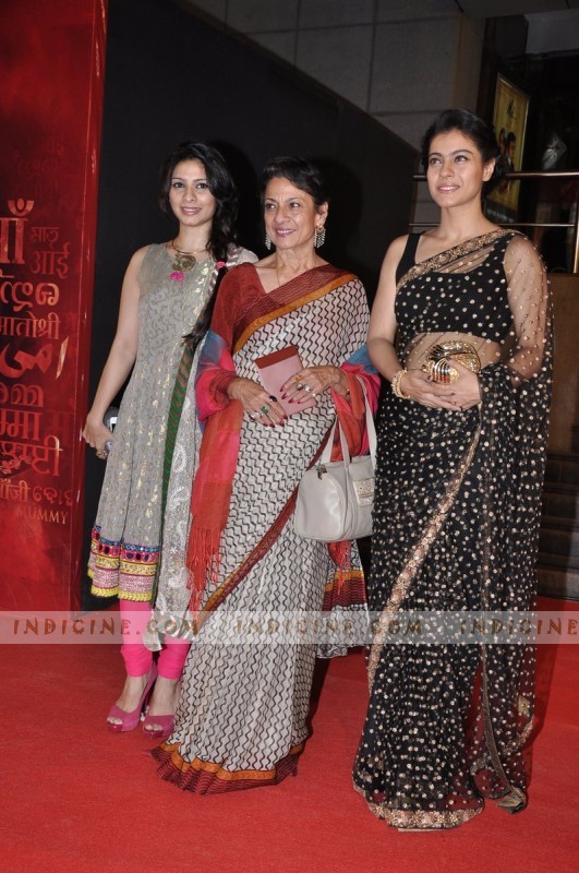 Tanuja with daughters Tanisha Mukherjee and Kajol