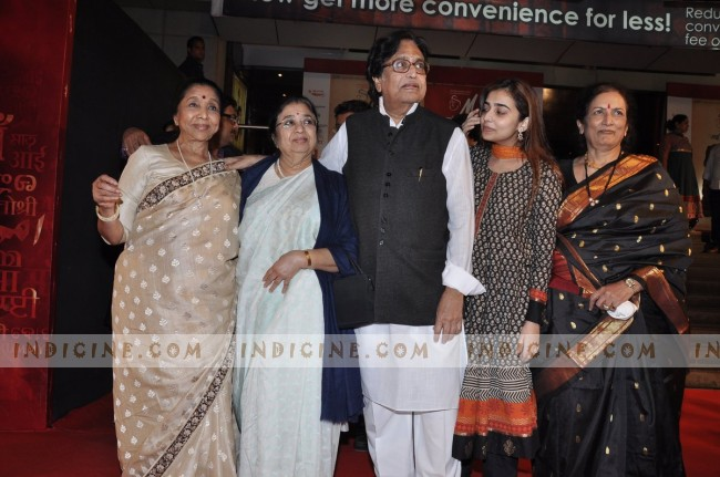 Asha Bhosle with sister Usha Mangeshkar, brother Hridaynath Mangeshkar and family