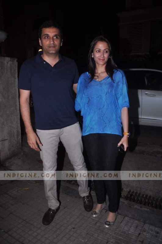 Gayatri Joshi with husband Vikas Oberoi at Gangs of Wasseypur screening