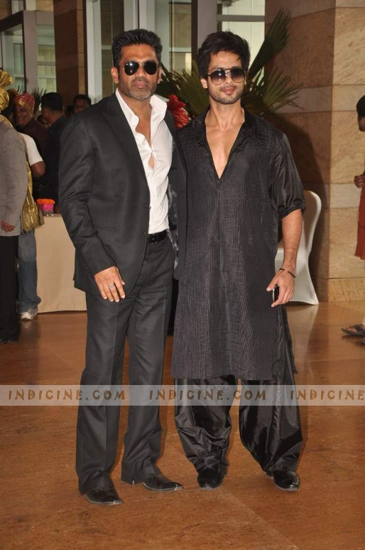 Sunil Shetty, Shahid Kapoor at Ritesh Deshmukh and Genelia's Wedding