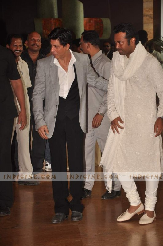 SRK with Leander Paes at Ritesh and Genelia's wedding