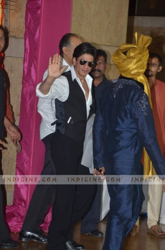 Shahrukh Khan at Ritesh and Genelia's wedding
