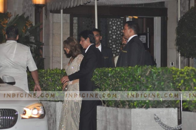 Shahrukh Khan with wife Gauri Khan