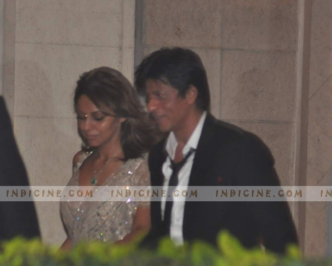 SRK with wife Gauri Khan - Saif, Kareena wedding continues at Taj