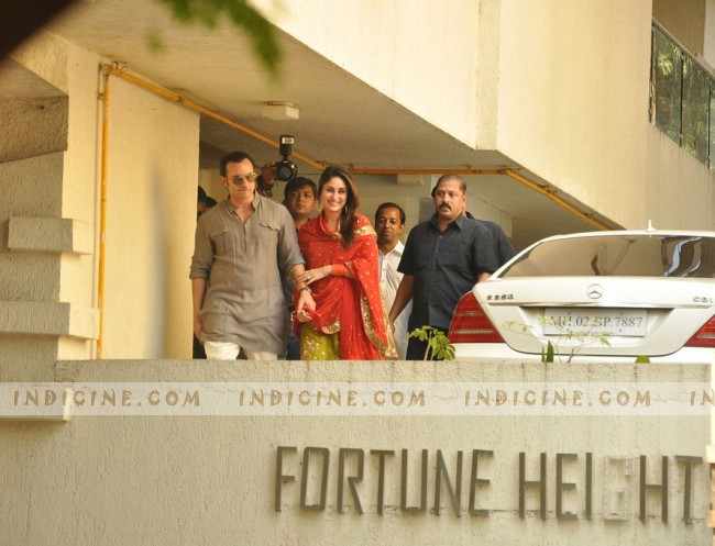 Saif and Kareena stepping out and waving to the fans after their registered marriage