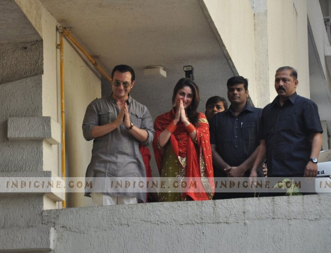 Saif and Kareena all smiles for the media after marriage