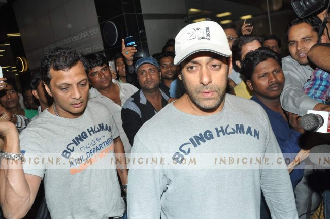 Salman Khan returns to Mumbai after Medical Checkup from USA